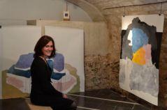 Estelle Marlier au milieu de ses oeuvres.